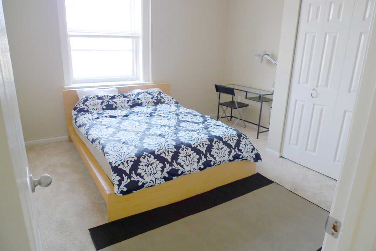 large queen bedroom in Mt Vernon  - Rm East Mount Royal Ave, Baltimore