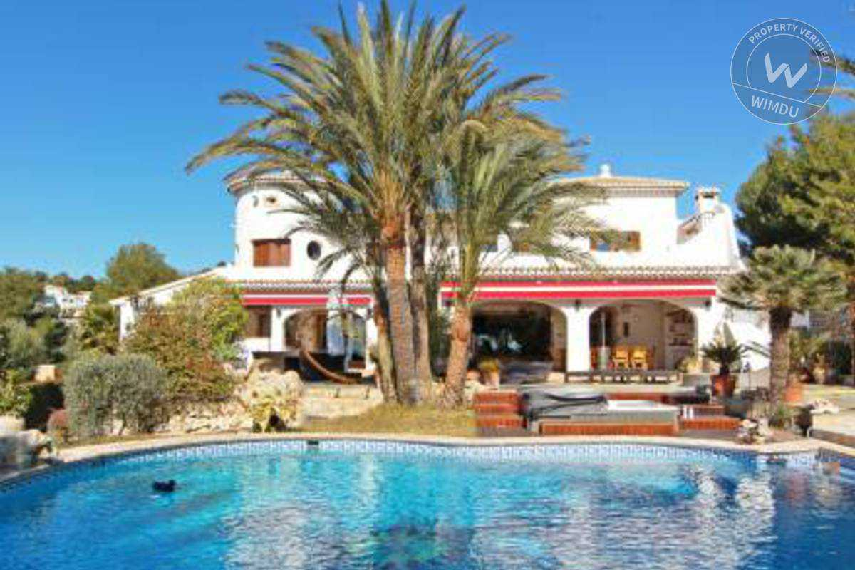 Pool Side Villa in Moraira