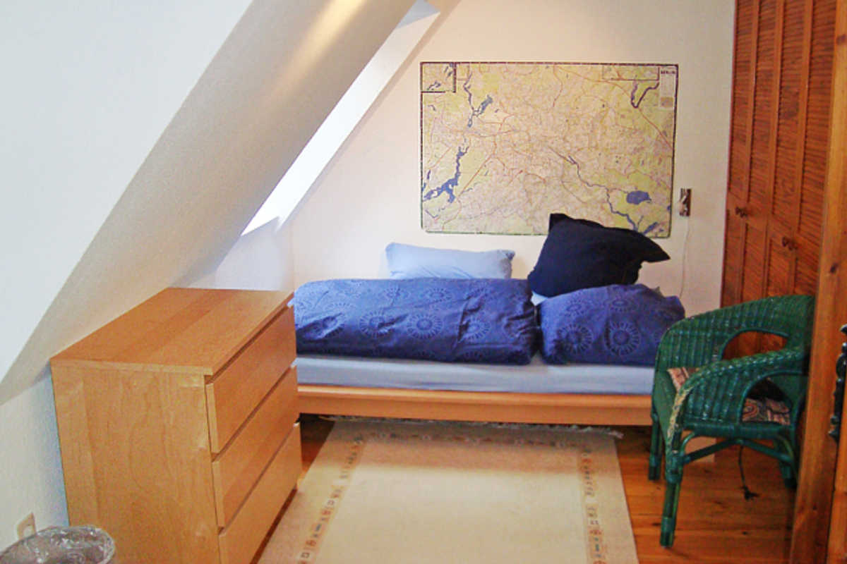 Berlin Attic Room + German Lessons - Senheimer Str, Berlin