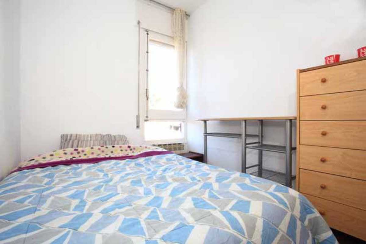 NICE ECONOMICAL DOUBLE ROOM NEAR PARK GUELL - Tirso, Barcelona