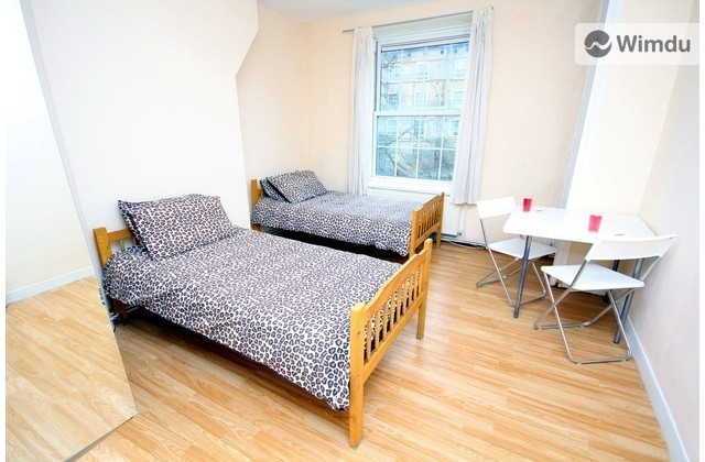 10 Minutes to London Bridge - Twin Bedroom - Heston House, London