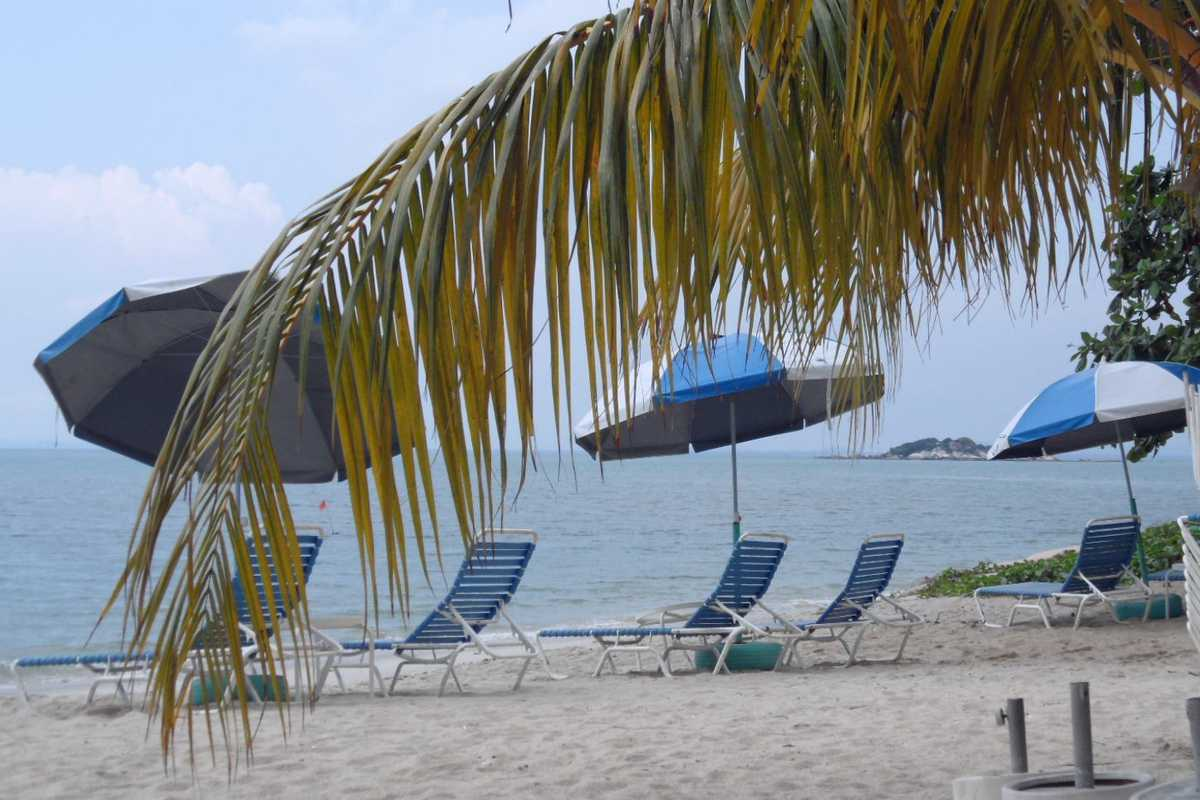 A Place2B, located directly on the beach. - Jalan Tanjung Bungah, Penang