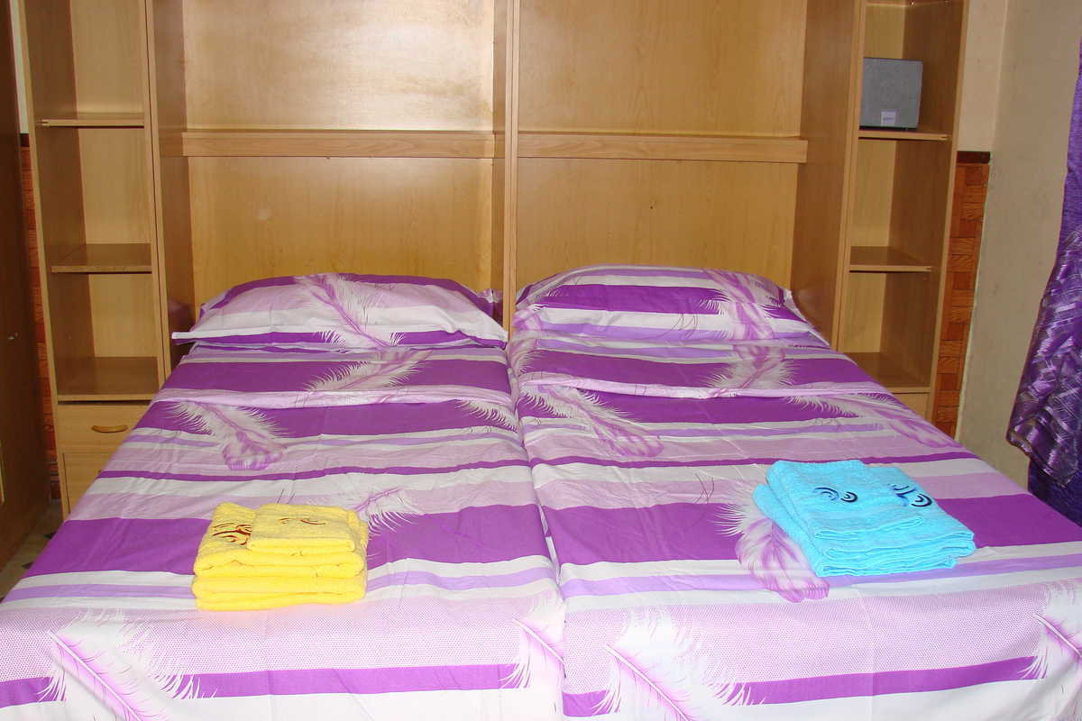 Room for a couple or 2 students - carrer del Clot, Barcelona