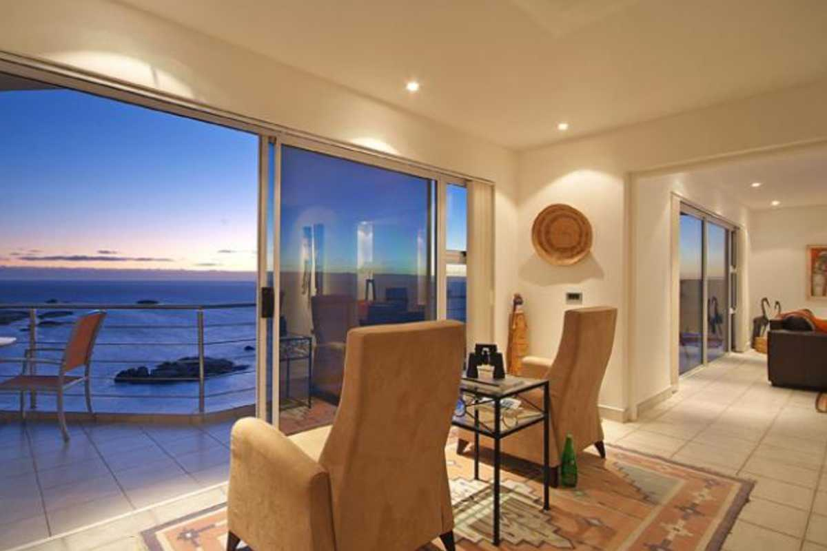 Camps Bay Terrace Penthouse in Camps Bay - Camps Bay Dr, Cape Town