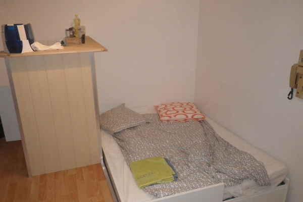 Location appartement appart hotel bordeaux wimdu for Studio meuble bordeaux