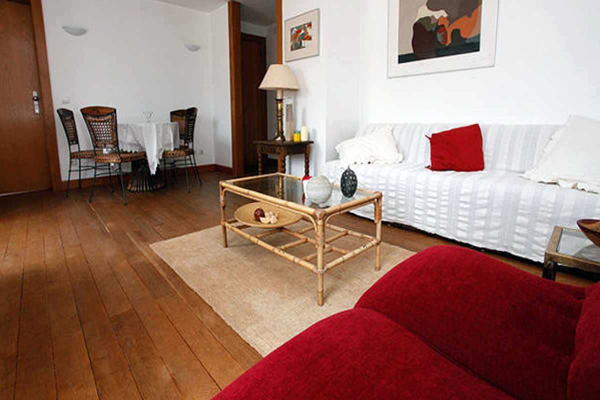 Spacious Apartment in Quiet Zone - Rua das Mercês, Lisbon
