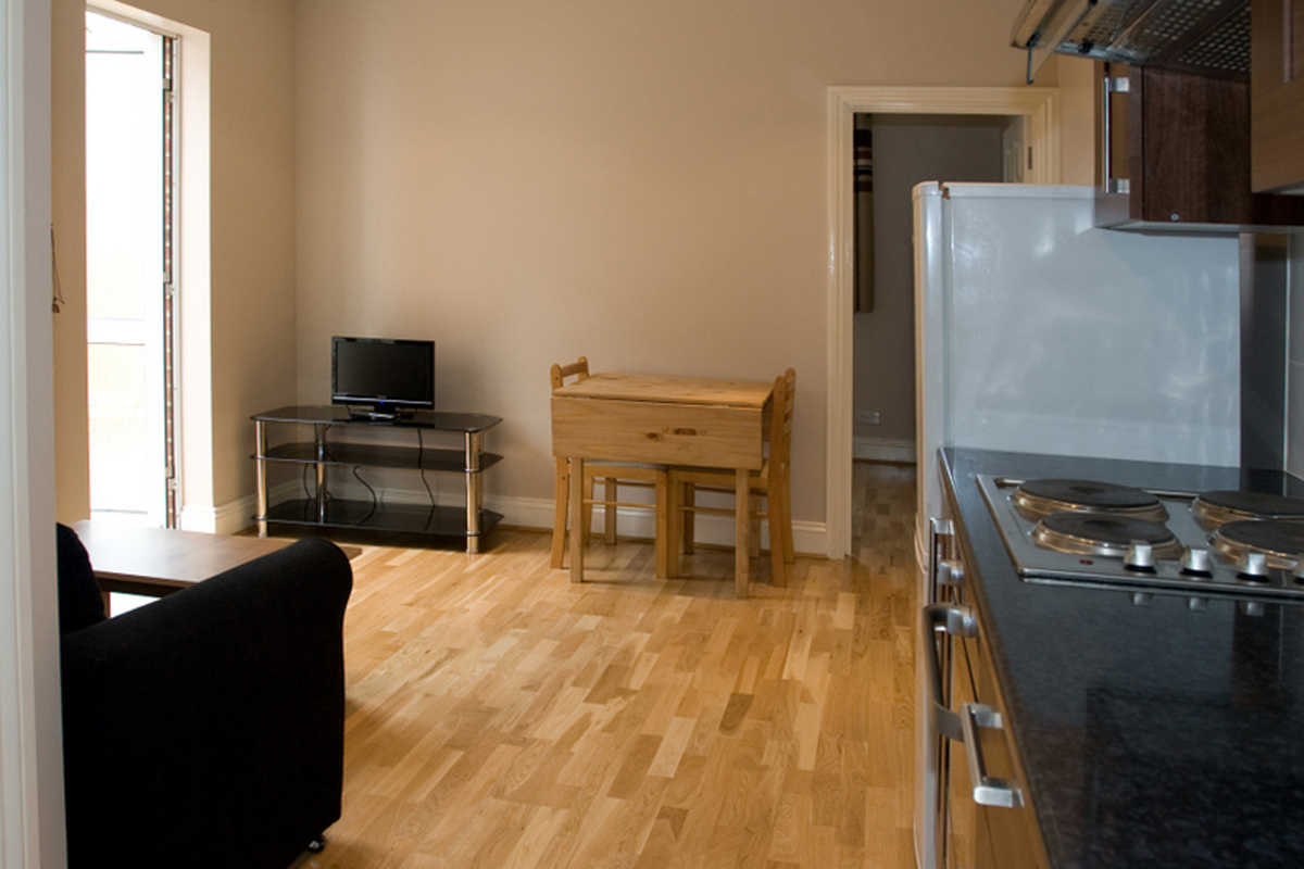 1 bedroom apartment in Willesden Green, London - 10 Stanley Gardens, London