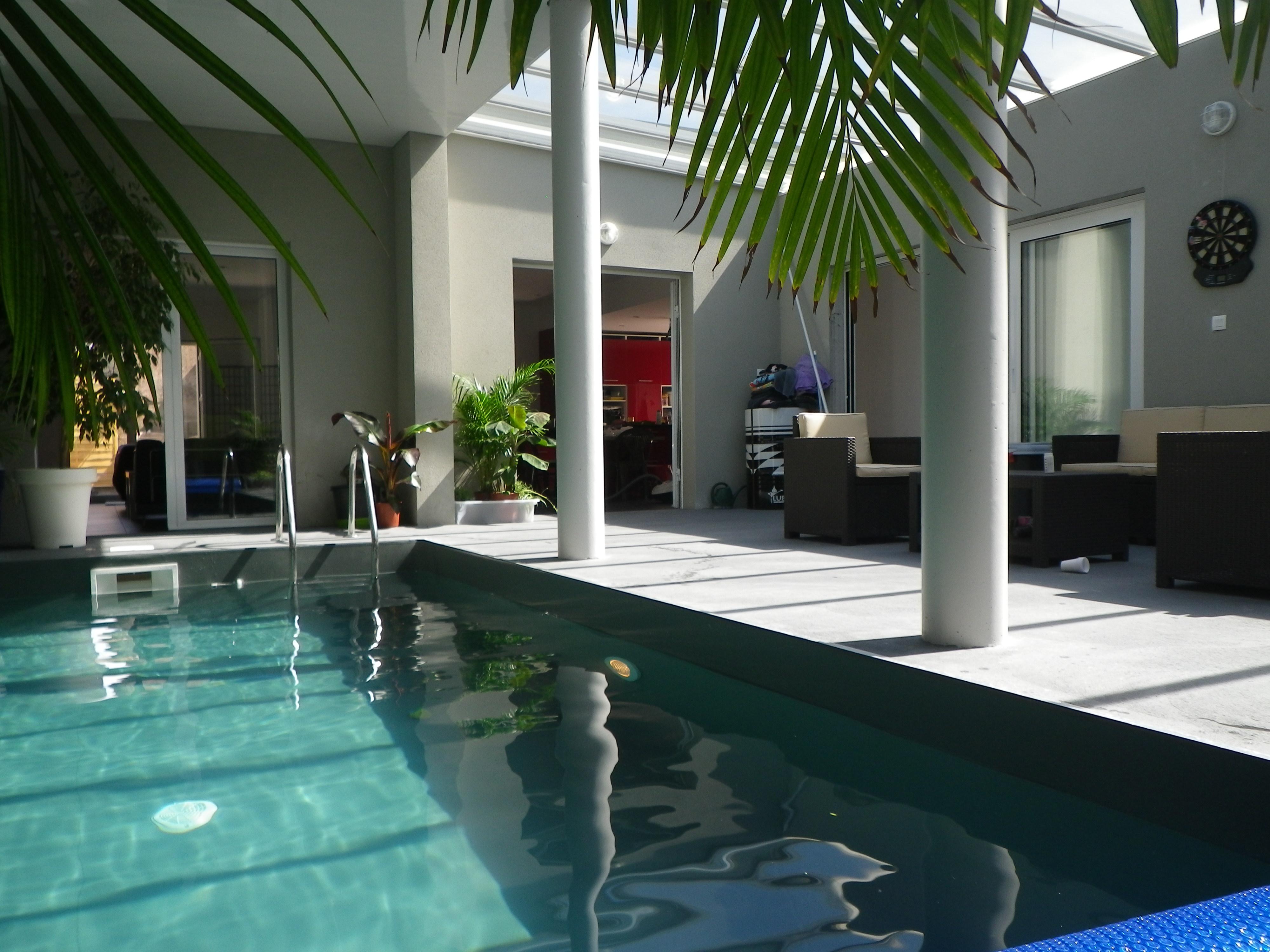 Volet roulant piscine nantes for Piscine orvault