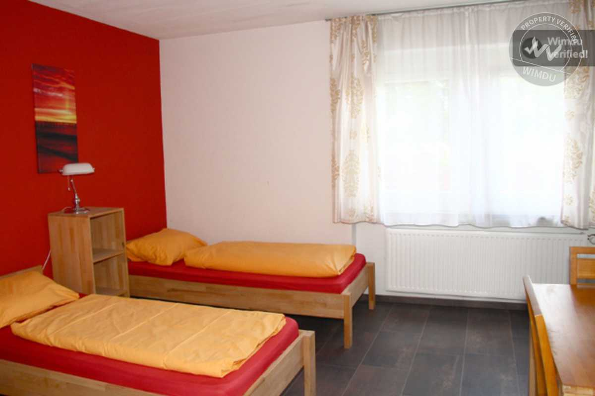 Romantic Double Room in Quiet Location - Bottroper Straße, Stuttgart