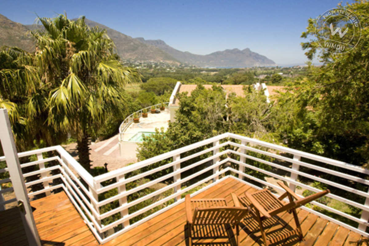 Loft Room with Amazing Views of Hout Bay Valley - Luisa Way, Cape Town